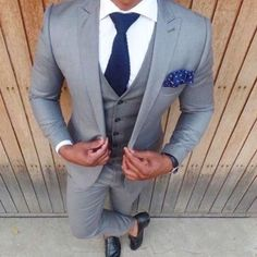 wedding suits men 24 Style-Trends fr Anwlte Chic und Clean Groom-Look Brutigam anzug Grey 3 Piece Suit, Three Piece Suit, 3 Piece Suits, Mens Fashion Suits, Dope Fashion, Mens Suits, Grey Suits, Grey Suit For Men, Gray Suit Groom