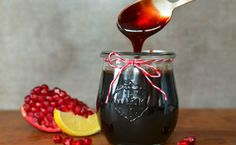Pomegranate Molasses Makes about 1 cup cups pomegranate juice, cup sugar, cup lemon juice Homemade Food Gifts, Diy Food Gifts, Homemade Baby Foods, Pomegranate Molasses, Pomegranate Juice, Jam Recipes, Canning Recipes, Sweet Recipes, Pineapple Health Benefits