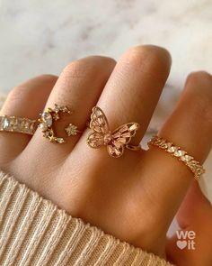 Hand Jewelry, Dainty Jewelry, Cute Jewelry, Jewelry Accessories, Jewelry Design, Jewelry Trends, Fashion Accessories, Cute Rings, Pretty Rings