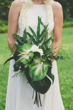 Colourful Hawaiian Wedding   Maui Maka Photography   Bridal Musings Wedding Blog 42