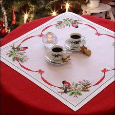 Nappe Rose de Noël et bouvreuils à broder au point de croix compté