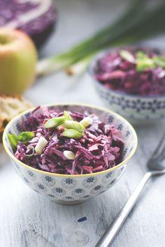 Rezept für cremigen Rotkohl Cole Slaw von moeyskitchen.com | Red Cabbage Cole Slaw