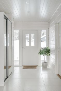 laundry on left Empty Room, White Rooms, Spring Home, Log Homes, My Dream Home, Home Accessories, Entrance, Ikea, Room Decor