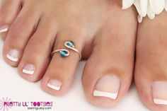 Lil Beaded Toe Rings  Choose your favorite color by toerings, $5.00 Handmade Silver Jewellery, Handmade Rings, Diy Toe Rings, Wire Wrapped Jewelry, Wire Jewelry, Toe Ring Designs, Ankle Jewelry, Beautiful Toes, Bridal Jewelry Sets