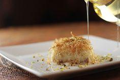 Arabia (jantar)    Knefe  Mais uma maravilha da nossa confeitaria: doce de macarrãozinho recheado com nata e pistache - servido com calda de Flor de laranjeira