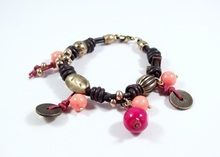 Pulseras Anu - Coral, cuero y piezas de metal Coral, Beaded Bracelets, Jewelry, Fashion, Leather, Bangle Bracelets, Moda, Jewlery, Jewerly