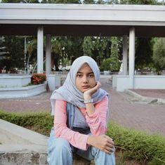 Ootd Hijab, Hijab Chic, Hijab Fashion, Girl Fashion, Boys Wallpaper, Hijabi Girl, Muslim, Dj, Poses
