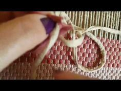 Emenda de fios de malha - YouTube Sisal, Diy And Crafts, Arts And Crafts, Plastic Canvas Stitches, Braids With Weave, Crochet Videos, Easy Crochet, Projects To Try, Handmade