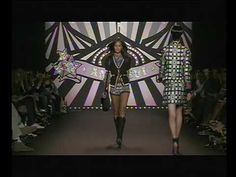 ANNA SUI Spring/Summer 2010, Painted Circus Tent Backdrop