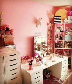Vanity Desk, Beauty Room, Girls Life, Girly Things, Girly Stuff, How To Look Better, Mirror, Instagram, Furniture