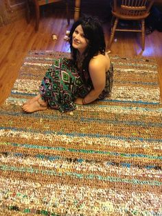 My newly made plarn rug. Made from roughly 3500 plastic bags! I can hardly believe that plastic bags turn out so nice. That would take me a lifetime, unless I ditched my canvas bags. Plastic Bag Crafts, Plastic Bag Crochet, Recycled Plastic Bags, Plastic Grocery Bags, Recycled Art, Yarn Crafts, Sewing Crafts, Fused Plastic, Homemade Rugs