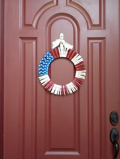 4th of July wreath made from clothespins.