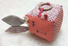 Sensory Awakening Cube by AmeliePudding Mobiles For Kids, Diy Bebe, Baby Couture, Fabric Toys, Baby Kind, Diy Toys, Baby Sewing, Homemade Gifts, Crochet Toys