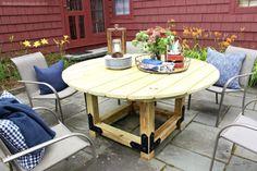 DIY: How to Build a Round Outdoor Dining Table - Building Strong Round Outdoor Dining Table, Diy Dining Table, Round Table Top, Build A Table, Outdoor Ideas, Outdoor Spaces, Outdoor Decor, Tiny House Design, Garden Furniture