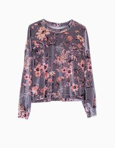 http://www.stradivarius.com/it/nuovo/abbigliamento/maglietta-velluto-manica-pipistrello-c1390562p300109551.html?categoryNav=1390562