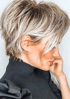 color streaks Aweome Short Blonde Haircut Styles to Try in Year 2020 Short Blonde Haircuts, Haircut Short, Short Choppy Layered Haircuts, Short Layered Bobs, Pixie Haircut For Thick Hair, Peinados Pin Up, Short Hair With Layers, Style Thin Hair, How To Style Hair