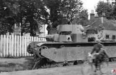 Czołg ciężki T-35 porzucony na ulicy Lwowskiej w Przemyślu