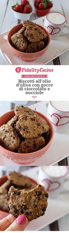 Biscotti all'olio d'oliva con gocce di cioccolato e nocciole