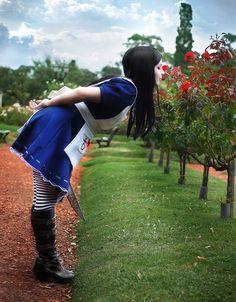 Cosplay Friday: Alice In Wonderland by techgnotic on DeviantArt