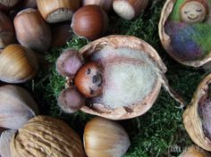 Myška a miminko v postýlce z vlašského ořechu.