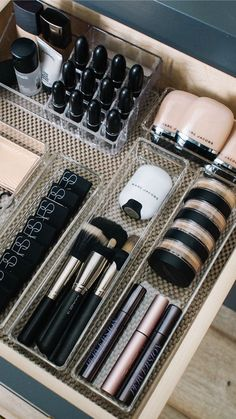 Makeup Vanity Organization Smokey - how i organize my makeup drawers - andee layne Diy Makeup Organizer, Makeup Drawer Organization, Home Organisation, Closet Organization, Bathroom Vanity Organization, Bathroom Storage, Bathroom Drawers, Diy Makeup Storage, Make Up Organization Ideas