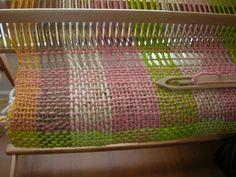 Resultado de imagen para pieceras a telar Loom, Weaving, Blanket, Rugs, Home Decor, Farmhouse Rugs, Weaving Looms, Home, Weaving Techniques