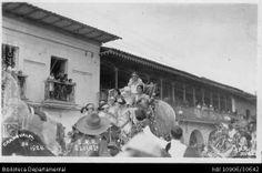 Biblioteca Departamental Jorge Garcés Borrero y UNIVERSIDAD SAN BUENAVENTURA. Carroza de los carnavales a su paso por el centro de la ciudad. OTRO: Biblioteca Departamental Jorge Garcés Borrero, Cali 1924.