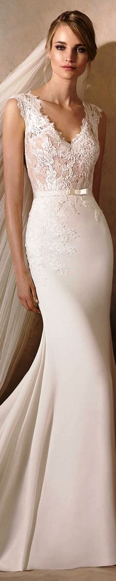 La Sposa Bridal 2017 Haldisa Delicate mermaid style wedding dress in crepe, with Chantilly and lace work on the bodice. A V-neckline and lace details over the hips make this a fabulously feminine design.