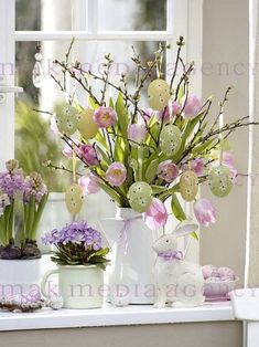Chic Easter Spring Flowers in white containers Easter Flowers, Easter Tree, Easter Wreaths, Spring Flowers, Deco Floral, Easter Holidays, Diy Décoration, Container Flowers, Spring Crafts