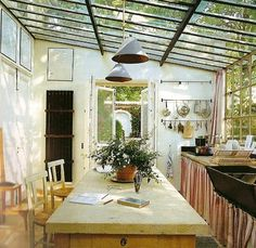 kitchen with skylights---en plain air kitchen!