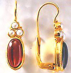 Windsor Garnet & Pearl Earrings