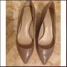 👠👠Nine West pinkish tan color low heel! Nine West pinkish tan color leather low heel! Worn only twice! Little bit peel on right point. It is perfect for daily office working environment. Nine West Shoes Heels