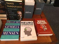 Mooi gezelschap voor onze managementboeken zoals die nu ook bij boekhandel de #drvkkery in #middelburg verkrijgbaar zijn. #omgaanmetgevoelsmensen #sjaakoverbeeke #futurouitgevers