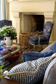 Дивный цвет обивки на кресле! #домашнийтекстиль #домашнийдекор French Country Home