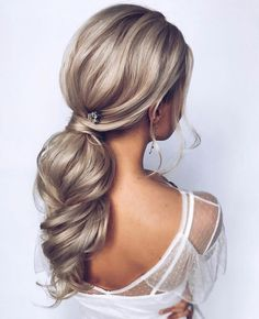 45 Romantic Hairstyle Ideas For Valentines day 2019 - Page 4 of 5 - Style O Chec., HAİR STYLE, 45 Romantic Hairstyle Ideas For Valentines day 2019 - Page 4 of 5 - Style O Check. Romantic Hairstyles, Up Hairstyles, Hairstyle Ideas, Wedding Hairstyles Thin Hair, Braided Hairstyles, Messy Wedding Hair, Bridal Hair, Perfect Ponytail, Hair Looks