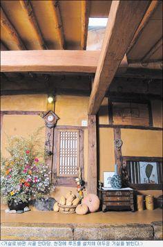 """100년 된 시골 고향집 고쳐사는 묘미 즐감하셨다면 추천 꼭 눌러주시고 아래 """" 전원가고파 """" 홈페이지 주소 클릭하시면 다양한 전원주택 사진, 설계도 ,시공 노하우와 전원생활, 귀농귀촌 정보가 있습니다 Cob House Interior, Interior Design Living Room, Living Room Decor, Rural House, Sustainable Design, Traditional House, Architecture Design, House Plans, House Styles"""