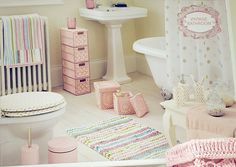 Shabby chic in the bathroom- not very conducive to boys showering- love the toilet seat LOL Pastel Bathroom, Baby Bathroom, Little Girl Bathrooms, Childrens Bathroom, Upstairs Bathrooms, Little Girl Rooms, Girls Bedroom, Shabby Chic, Room Decor