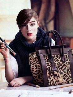 Find tips and tricks, amazing ideas for Prada handbags. Discover and try out new things about Prada handbags site Prada Tote, Prada Handbags, Handbags On Sale, Women's Crossbody Purse, Leather Crossbody, Tote Bag, Small Shoulder Bag, Chain Shoulder Bag, Fashion Mode
