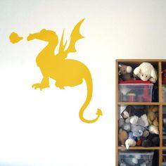 Adoptez ce gentil dragon qui sera un bon compagnon de jeu pour vos enfants.