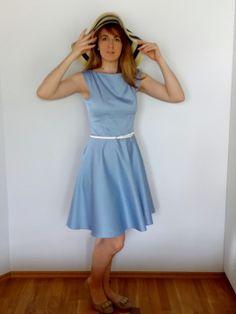 sukienka Burda 8/2014 model 104 B (góra); dress
