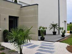 Maison individuelle d'architecture contemporaine, vue sur l'entrée