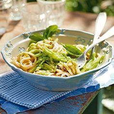 Linguine mit grünen Bohnen und Pesto