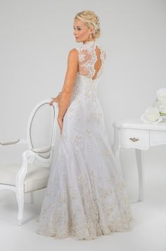 We design exquisite wedding gowns to hire or to buy :: Ilse Roux Bridal Wear