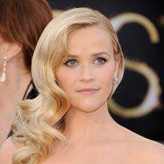 Oscars Beauty: Reese Witherspoon's Retro Waves