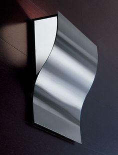 Moki Parete Acciaio Spazzolato  Lampada da parete (applique) con diffusori in vetro satinato bianco e struttura in metallo disponibile nelle seguenti finiture: Acciaio Spazzolato, Bianco, Ruggine