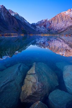 Blue Lagoon Autumn, Convict Lake, California - - the name makes me leery, but the scenery is beautiful Wyoming, West Usa, Places To Travel, Places To See, Travel Destinations, Beautiful World, Beautiful Places, Amazing Places, Beautiful Pictures