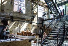 Het Eindhovense Strijp-S is weer een smaakvol concept rijker: Pastryclub, in de voormalige machinekamer van het gebied. Jurgen Koens en Richard van Gentcreërenhier op ambachtelijke wijze de meestuiteenlopende vormen van patisserie. Pastryclub is een combinatie van patisserie, chocolaterie, confiserie, salon de thé, proeverij en ijssalon. Door het geven en organiseren van cursussen, workshops en culinaire […]