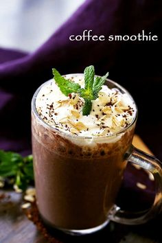 Coffee Smoothie - The perfect way to start your morning with coffee, oats, flaxseeds and bananas, all in one! Combining our two morning loves, coffees and smoothies, for people on the go. Raspberry Smoothie, Fruit Smoothies, Healthy Smoothies, Slimming World Smoothies, Baby Smoothies, Oatmeal Smoothies, Healthy Drinks, Coffee Smoothie Recipes, Coffee Recipes