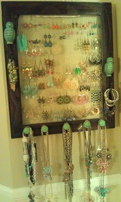 jewelry rack DIY- picture frame + hooks + hardware cloth