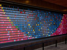 Installed as part of the new Stanford Graduate School, the piece utilizes flip-digit technology much like European train stations used to announce arrivals and departures. The plastic pieces move like tiny rolodexes and were meticulously programmed to create specific colour patterns.